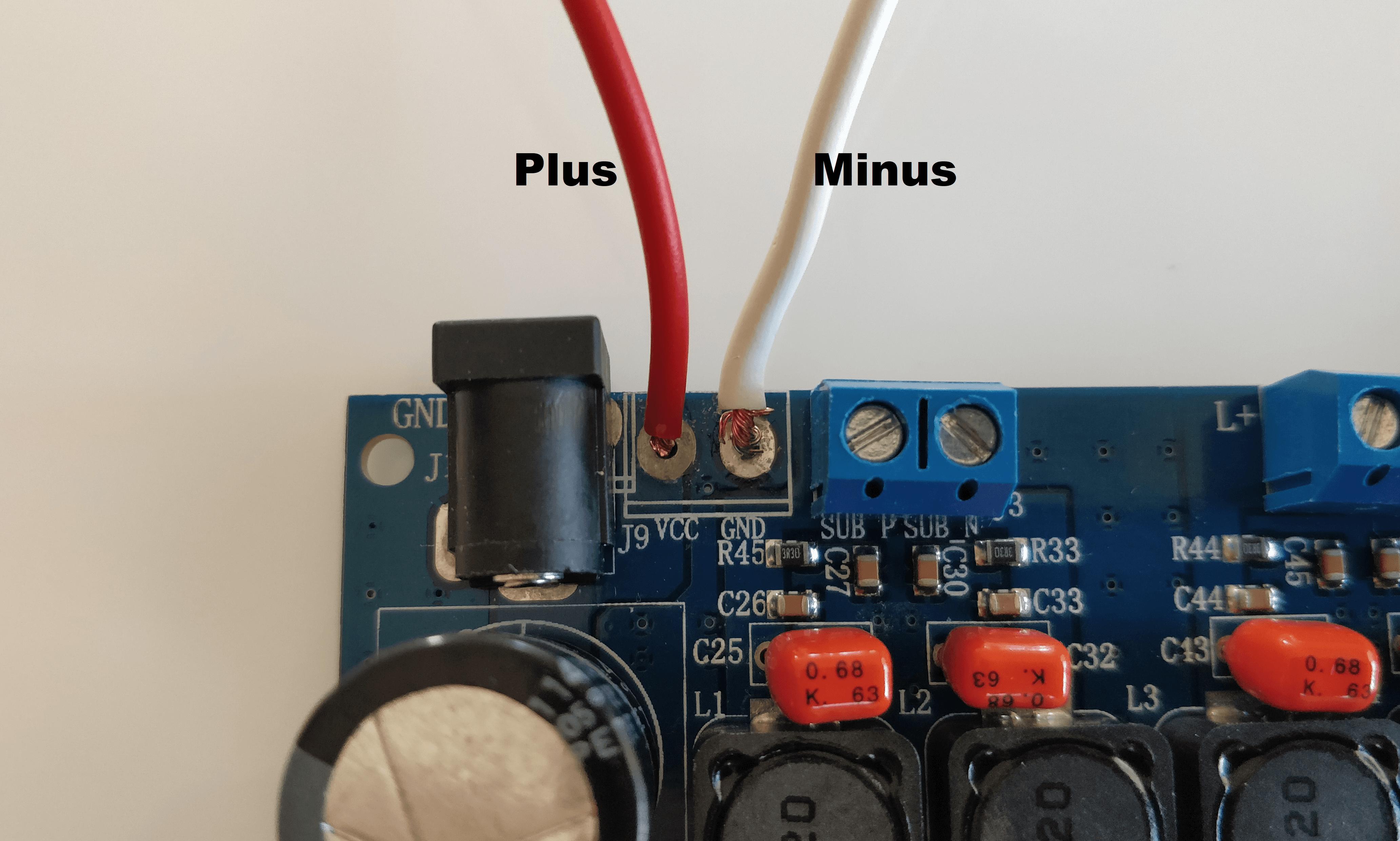 kan du tilslutte to ampere til en kondensator